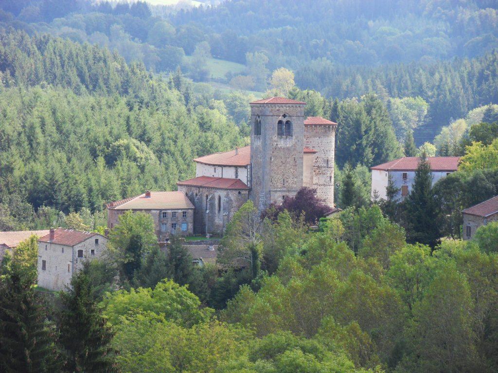 Le bourg d'Auzelles