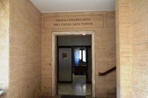 Entrée de la Congrégation pour les Causes des Saints à Rome